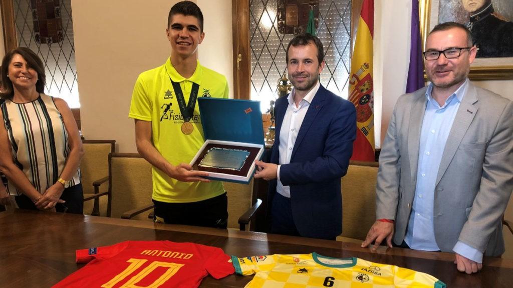 Día de recepciones oficiales para Antonio Pérez, campeón de Europa sub-19 de fútbol sala