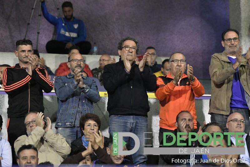 Aficionados del real jaén aplauden a su equipo