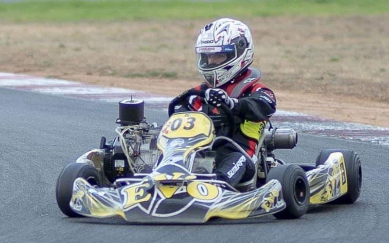 Gonzalo Gutiérrez pilotando un kart