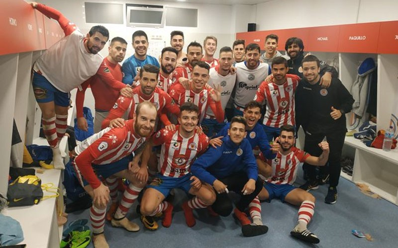 Jugadores del Torredonjimeno celebran la victoria