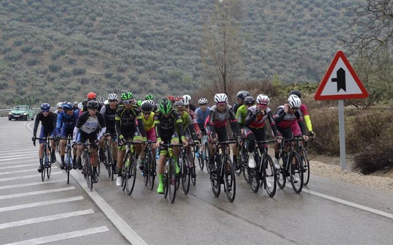 Ciclistas en la Clásica de Torredonjimeno 2019