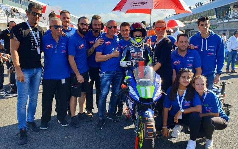 Jesús Torres junto a su equipo en el Circuito de Jerez