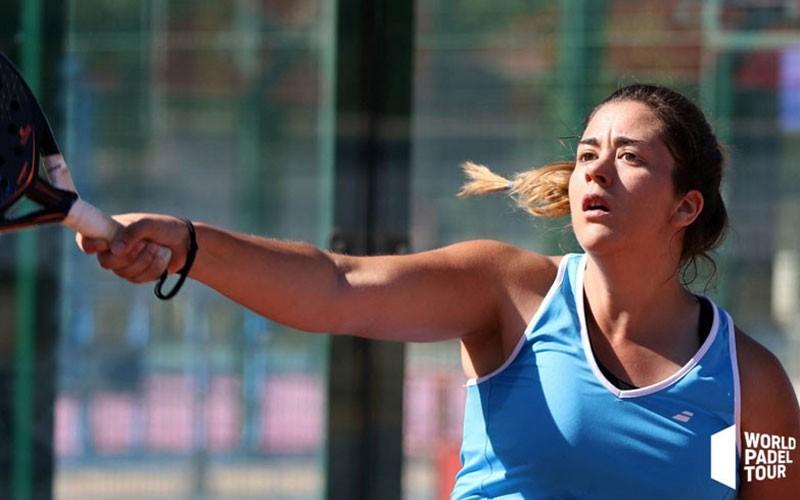 Laura Martínez en un partido de world padel tour