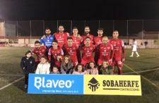 El CD Torreperogil deja escapar la victoria ante el Vélez en el último minuto