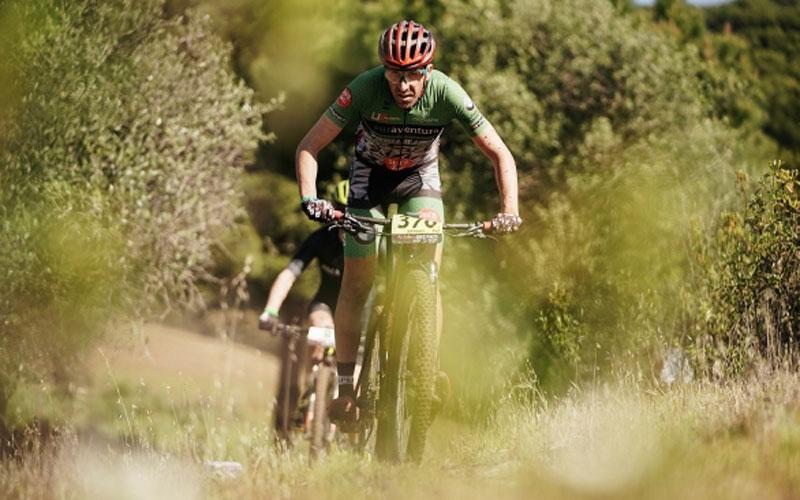 Un ciclista en la andalucia bike race