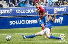Carlos regresó al equipo iicial del Oviedo. Foto: La Liga.
