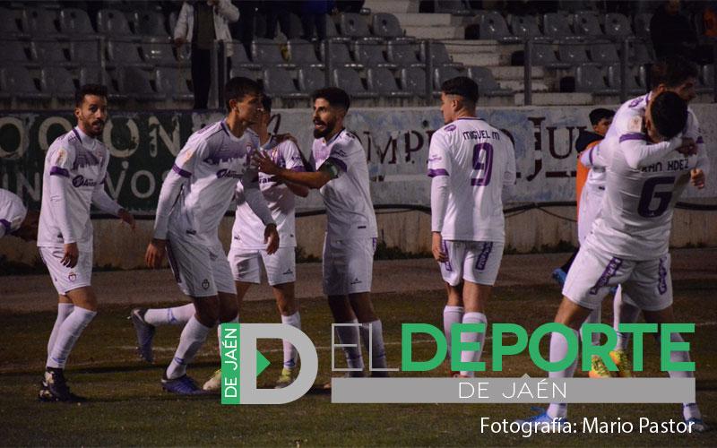 Jugadores del Real Jaén celebrando uno de los tres goles ante el Alavés en Copa del Rey