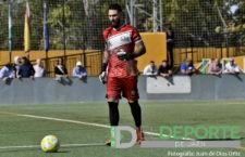Álvaro seguirá defendiendo la portería del Mancha Real una temporada más