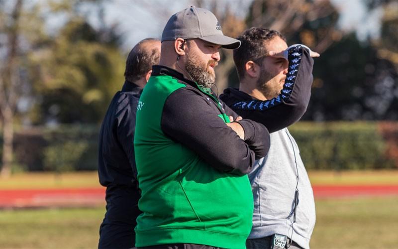 juan alfredo cervan dirigiendo un partido del jaén rugby