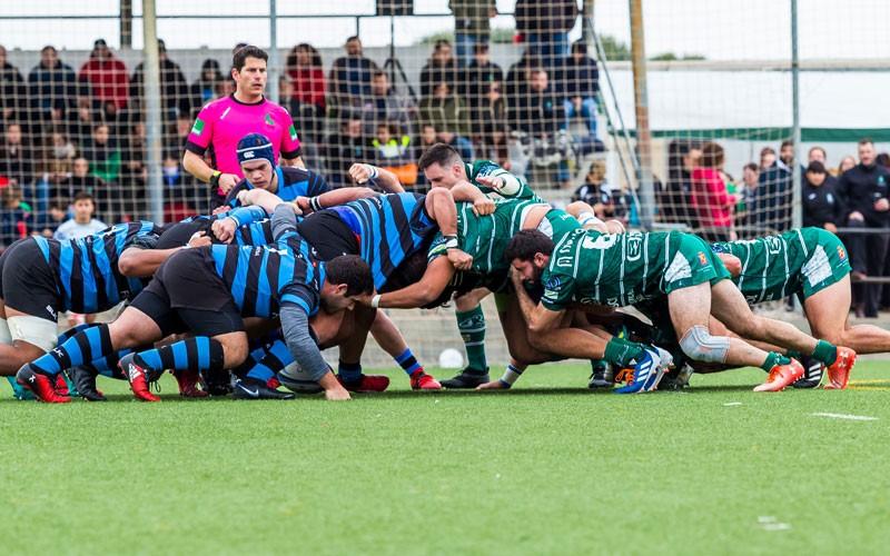 Melé de jugadores de jaén rugby e industriales