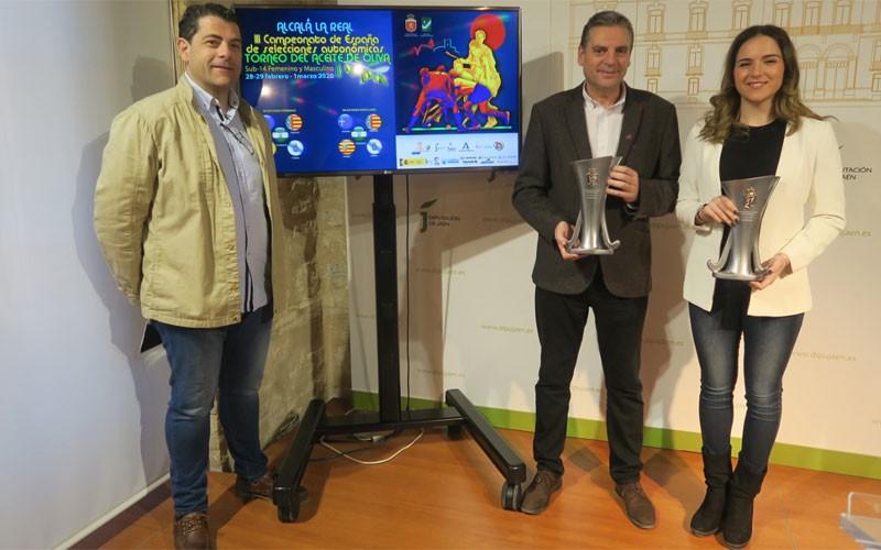 autoridades durante la presentación del torneo del aceite de oliva de hockey en alcalá la real