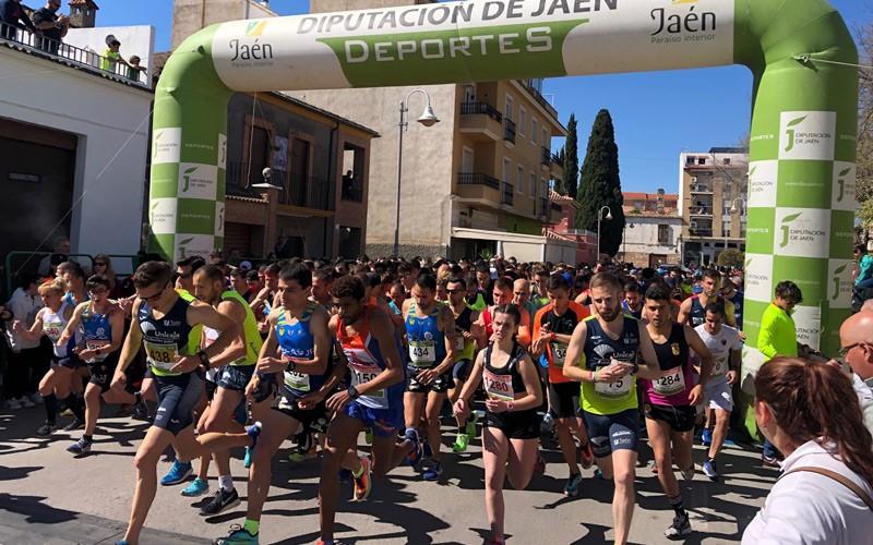 atletas tomando la salida en XX Carrera Urbana de San José de Mancha Real