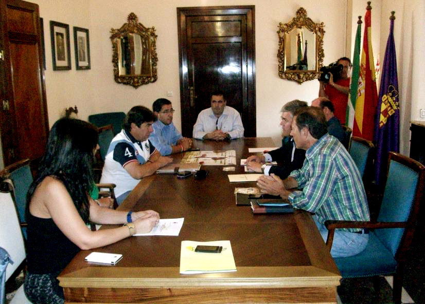 El Jaén Paraíso Interior lucirá la Catedral y el escudo de la ciudad