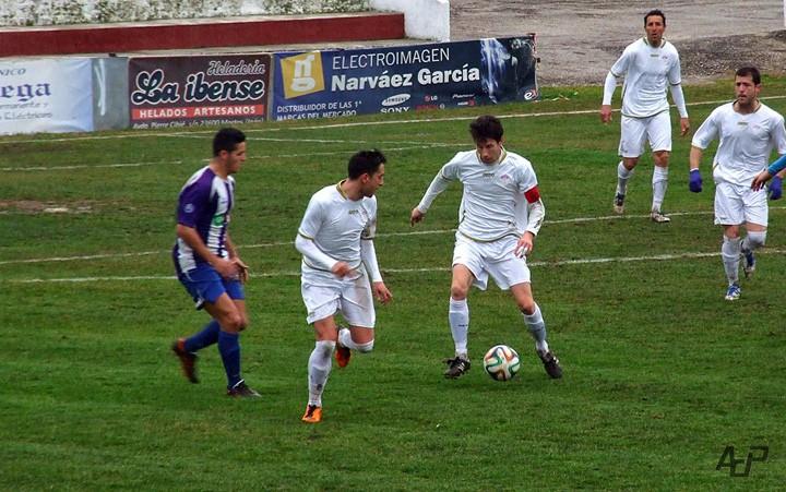 Los Villares y Mancha Real se salvan en una mala jornada para los equipos jiennenses (análisis de la Tercera)