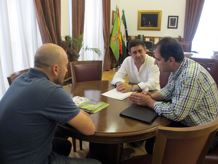 Reunión entre Francisco Reyes y responsables de AspadelJaén. Foto: Diputación de Jaén.