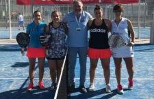Las finalistas justo antes de dar comienzo su partido. Foto: Fed. Andaluza Padel.