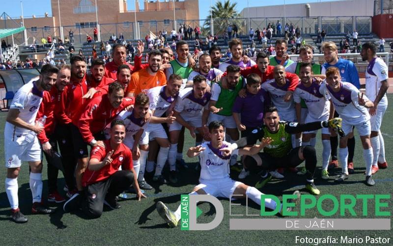 Jugadores del Real Jaén celebrando la victoria ante el Poli Almería