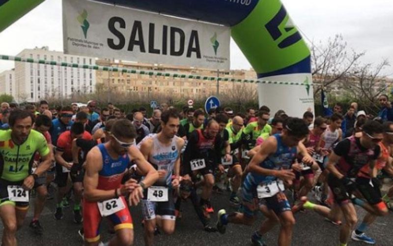 Corredores toman la salida en el Duatlón Ciudad de Jaén