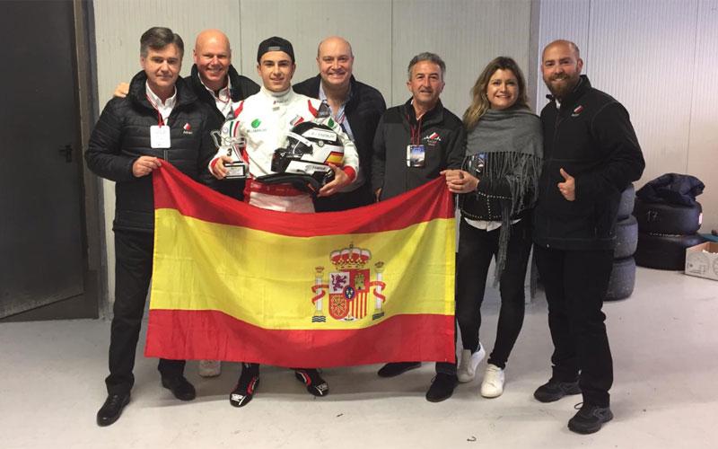 Fidel Castillo junto a su equipo y familiares