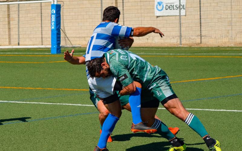 Rafa Teruel haciendo un placaje en un partido del Jaén Rugby