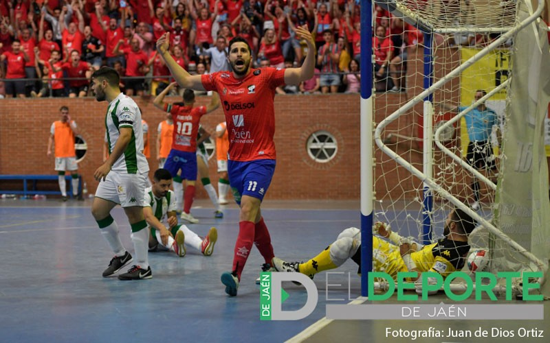tortu celebra un gol con la camiseta del mengíbar fs