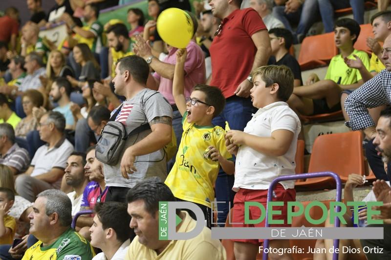Aficionados del Jaén FS celebran un gol