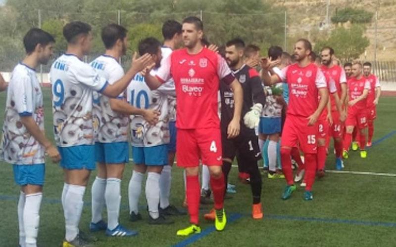 Saludo entre jugadores de Loja y Torreperogil
