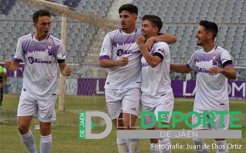 Jugadores del Real Jaén celebran un gol