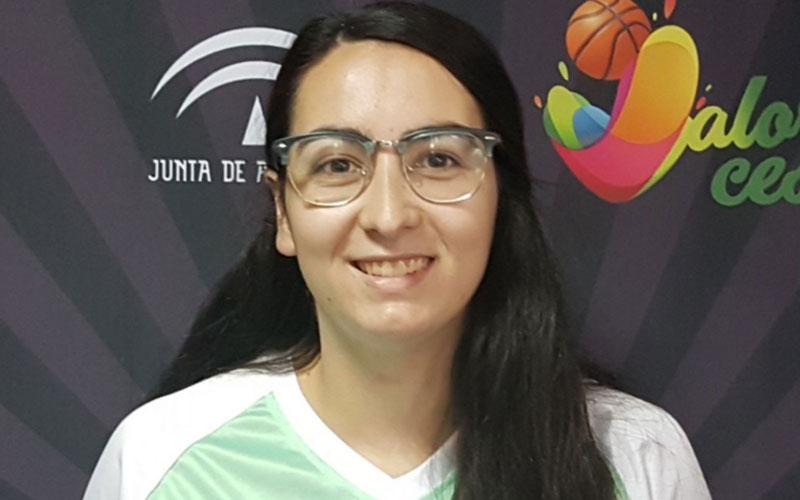 Esperanza Lara, árbitra de baloncesto jiennense