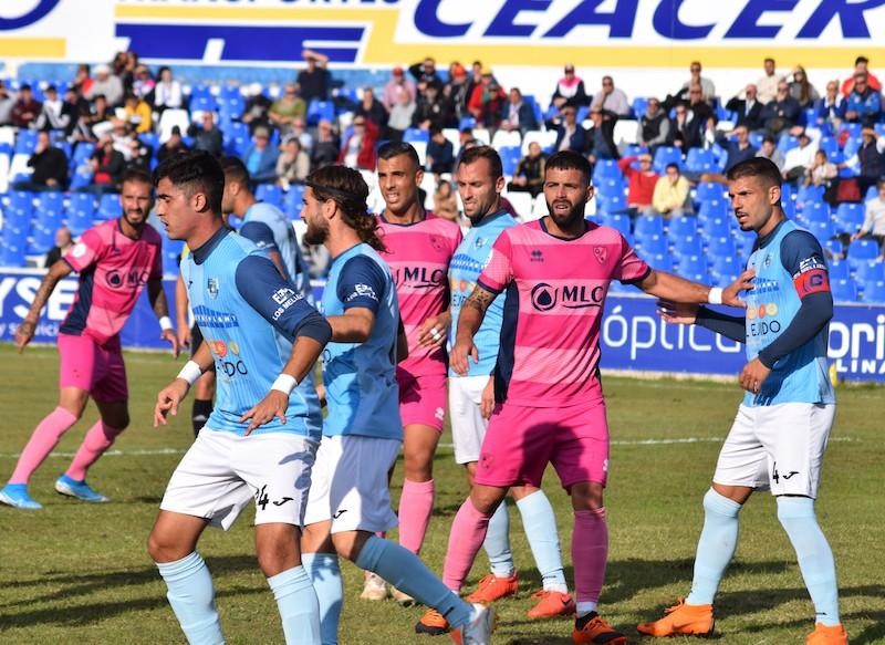 Jugada del partido entre el Linares Deportivo y El Ejido 2012
