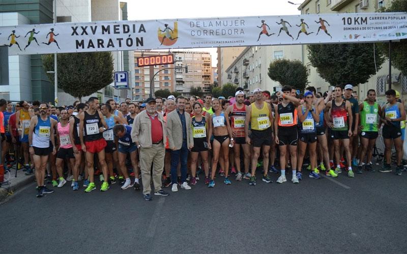 Corredores antes de la salida de la Media Maratón de Jaén
