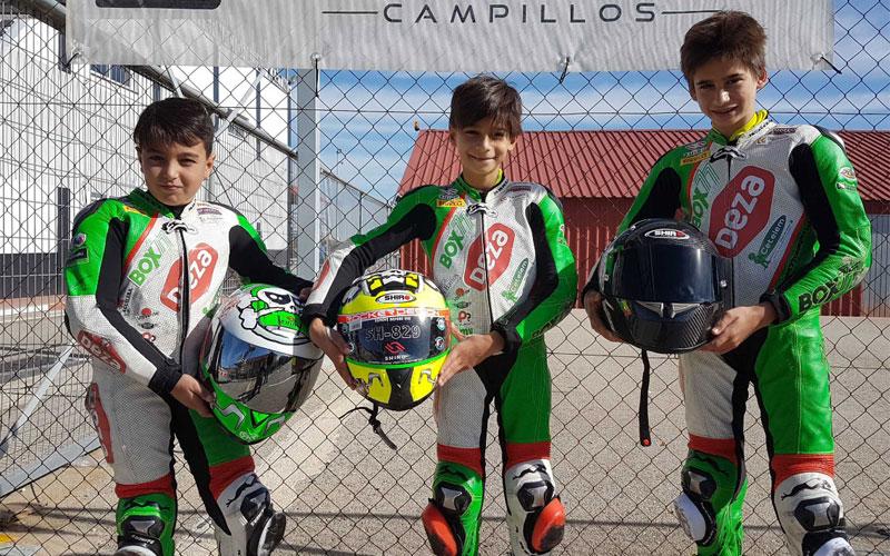 Pilotos del Deza Box 77 Racing Team en el circuito de campillos