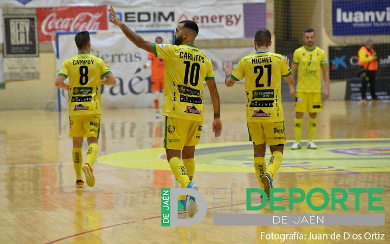 Carlitos celebra uno de sus tres goles con el Jaén FS