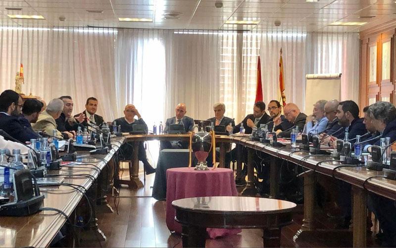 Miembros de la subcomisión de fútbol sala de primera y segunda división durante la reunión