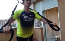 Los deportistas del Unicaja Atletismo también se ejercitan en sus casas