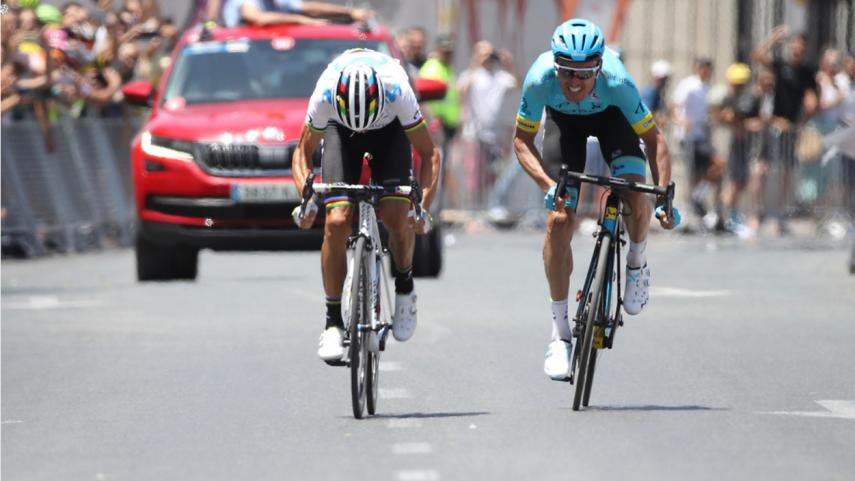 ciclistas entrando a meta