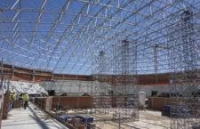 Empieza a vislumbrarse la cubierta del Olivo Arena. Fotos: Jaén FS y Construcciones Calderón.