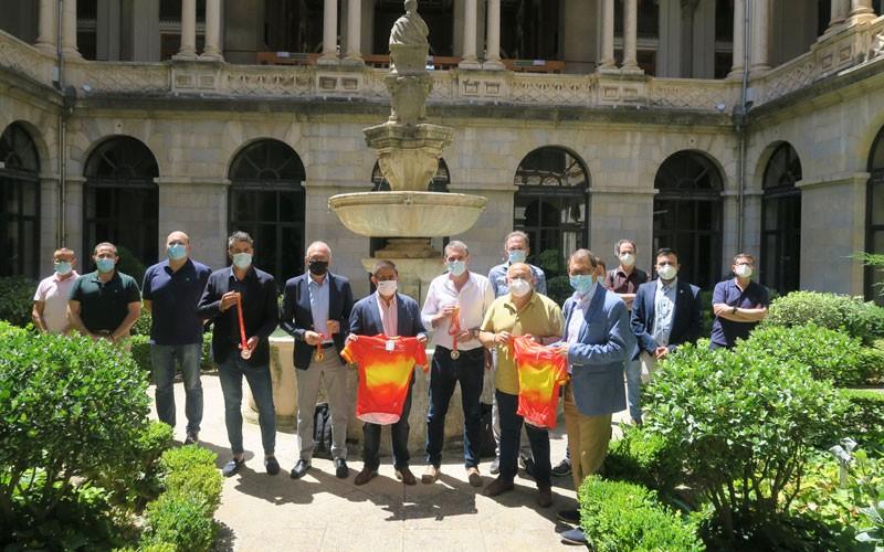 autoridades durante la presentación del campeonato de españa de ciclismo que se celebra en Jaén