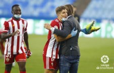 Corpas celebra el triunfo con Guti. Foto: La Liga.