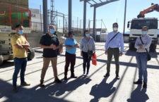 La primera fase de las obras para cubrir la pista polideportiva del colegio de Iznatoraf, a punto de concluirse