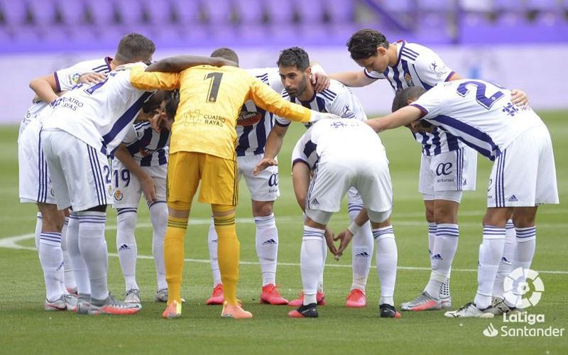 javi moyano junto a sus compañeros del Real Valladolid