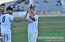 El Real Jaén anuncia que renueva a Juan Carlos y el jugador lo niega