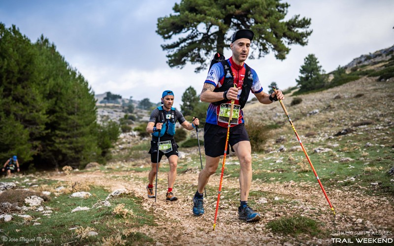 corredores en la última edición de la ultra trail sierra de segura
