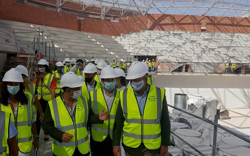 autoridades visitando las obras del Olivo Arena