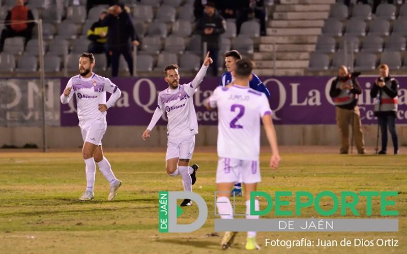 alvaro ocaña celebra un gol del real jaén