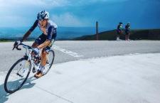 Díaz Gallego en la subida a Picón Blanco, final de la tercera etapa de la Vuelta a Burgos. Foto: @noa_arnonphoto