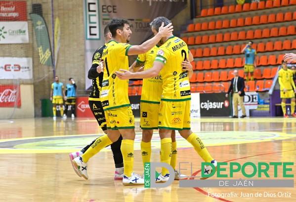 Abrazo de los jugadores del Jaén FS