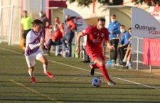 Un gol de Peces da la victoria al Torreperogil ante el Real Jaén y les permite liderar el grupo