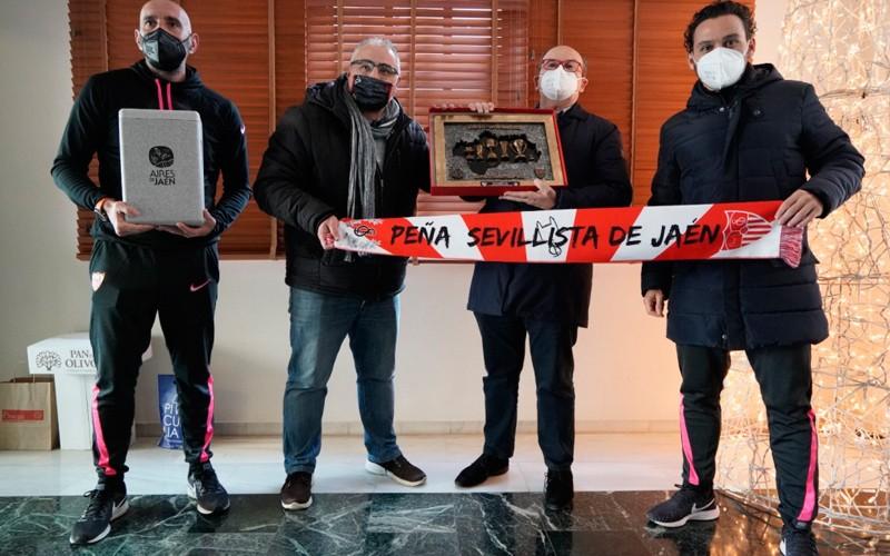 Las peñas sevillistas de la provincia de Jaén acompañaron al Sevilla FC en su visita a Linares