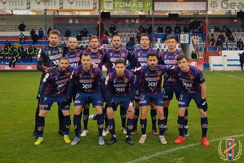 El Yeclano Deportivo se enfrenta al Linares Deportivo en liga.